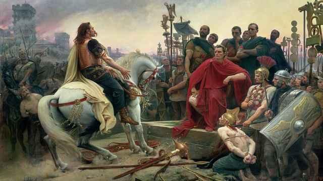 Vercingétorix arroja sus armas ante Julio César, según el pintor Lionel-Noël Royer.