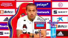 Thiago, en rueda de prensa con la Selección