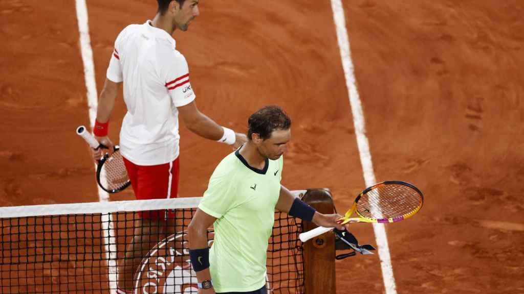 Djokovic y Nadal se saludan tras el partido