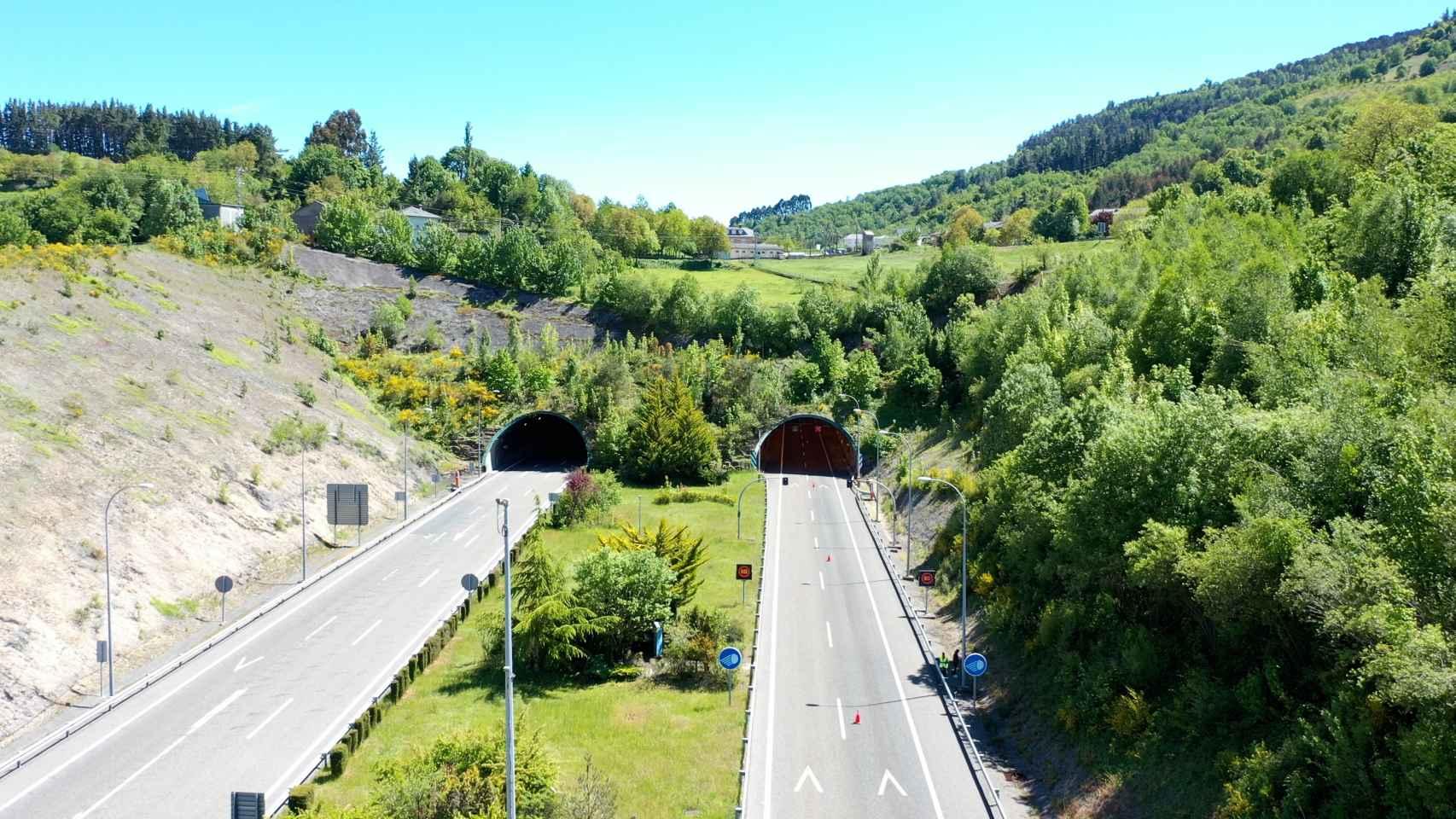 Entrada al túnel de Cereixal en la provincia de Lugo.