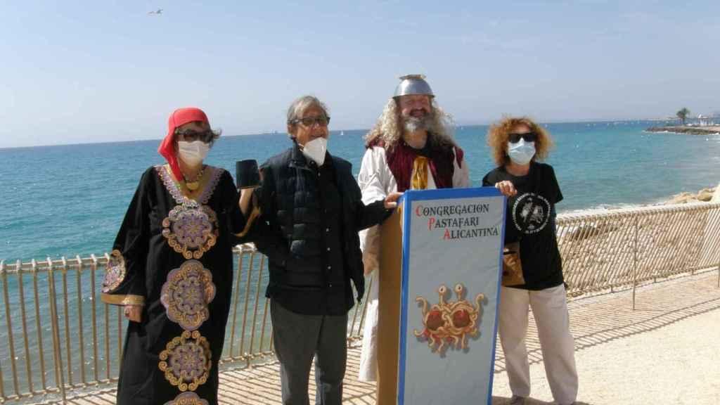 Momento de la ceremonia de la 'bendición de las aguas' de Alicante.
