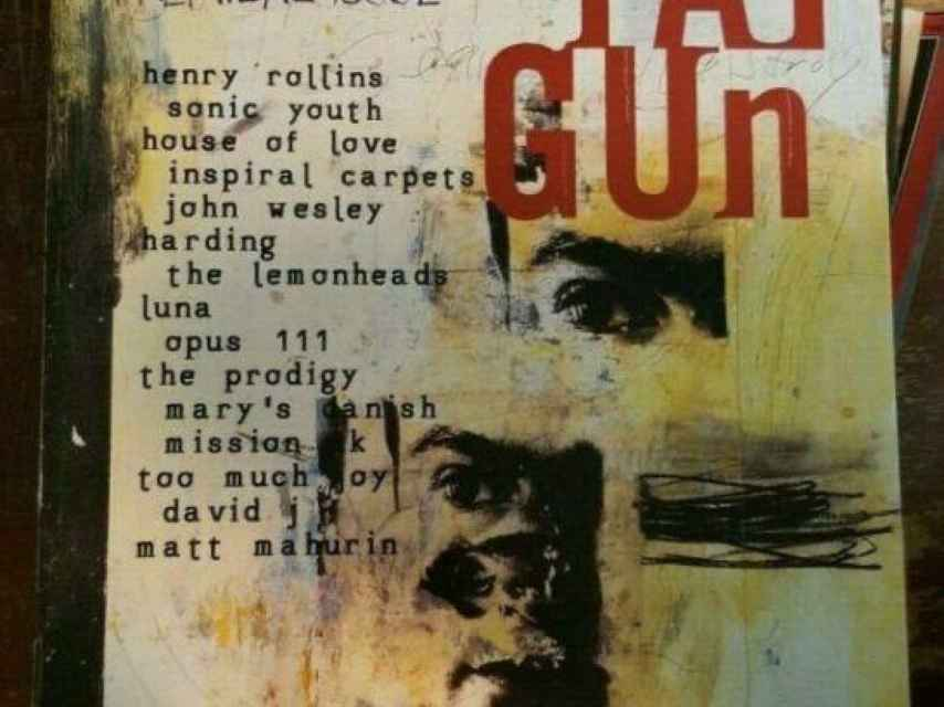 La portada del número 1 de la revista Ray Gun, de David Carson.