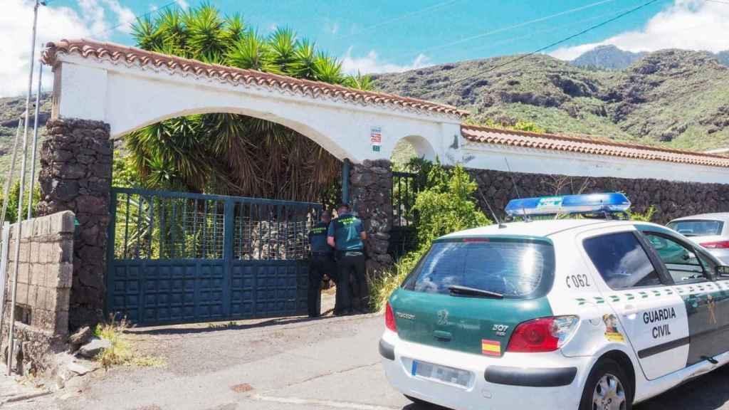 La Guardia Civil en uno de los cinco registros de la casa de Tomás Gimeno.