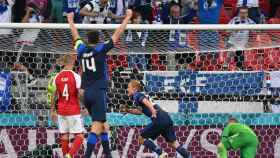 Finlandia celebra su gol ante Dinamarca