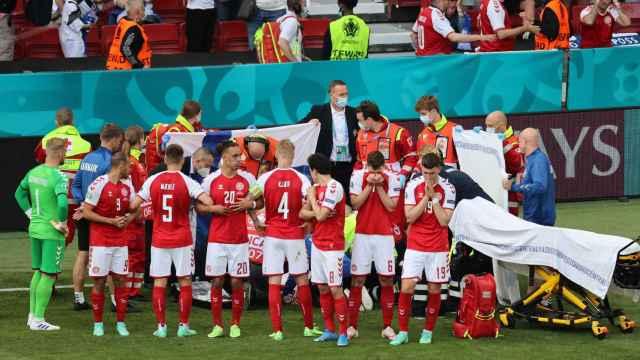 Las imágenes del mundo del deporte: los ángeles de la guarda de Eriksen