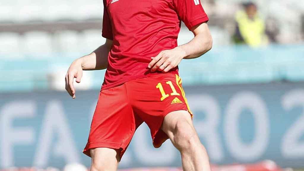 Gareth Bale, calentando con Gales
