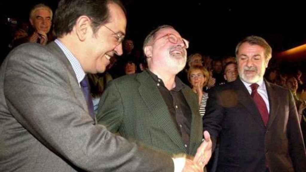 Savater, con Redondo y Mayor Oreja, en 2001.