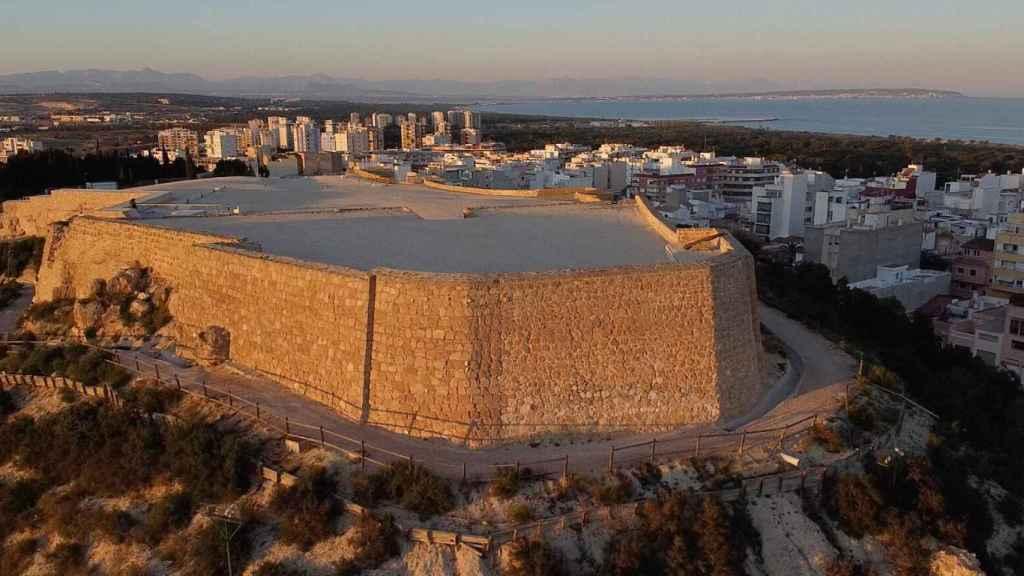 El castillo de Guardamar está declarado como Bien de Interés Cultural (BIC).
