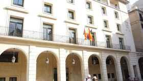 Edificio de la Audiencia Provincial en la plaza del Ayuntamiento de Alicante.