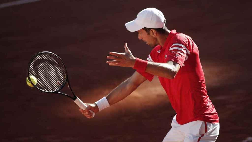 Djokovic cambia su empuñadura y ejecuta una dejada