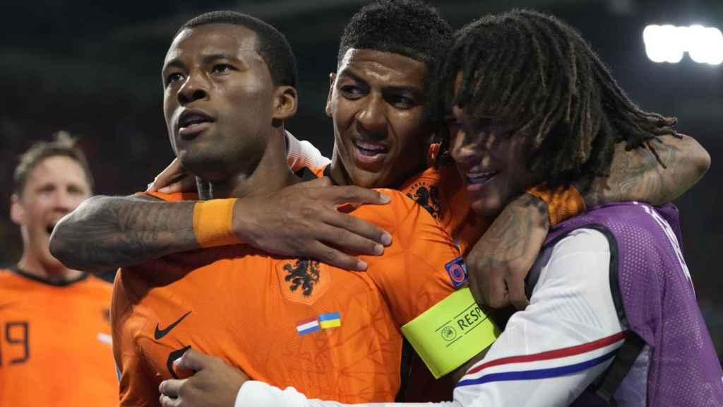 Georginio Wijnaldum celebra un gol con la selección de Holanda en la Eurocopa 2020