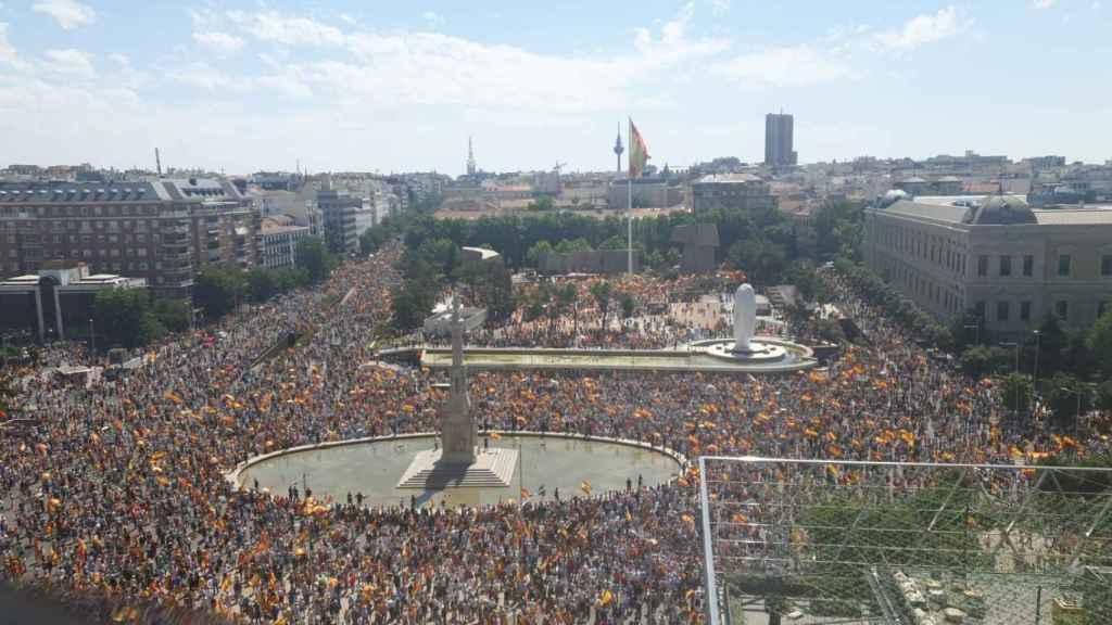 La plaza de Colón, el 13-J, repleta de manifestantes contra los indultos a los condenados del 'procés'.