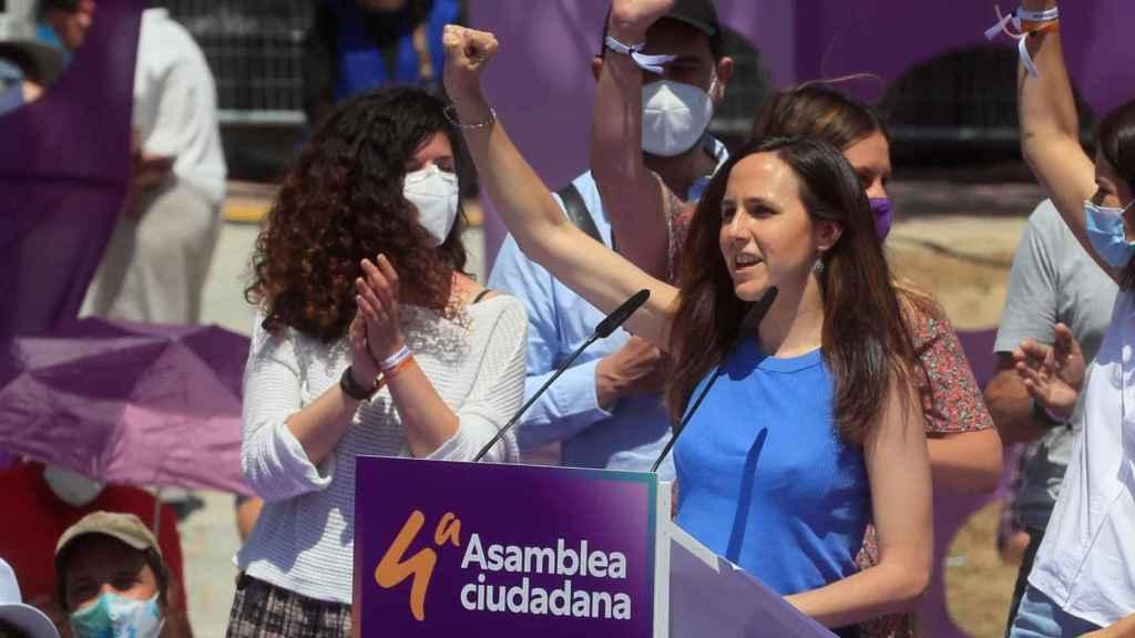 Ione Belarra celebra su victoria como nueva secretaria general de Podemos, en la IV Asamblea Ciudadana.