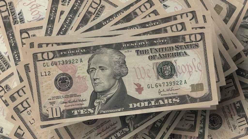 Un billete de 10 dólares con el rostro de Alexander Hamilton.