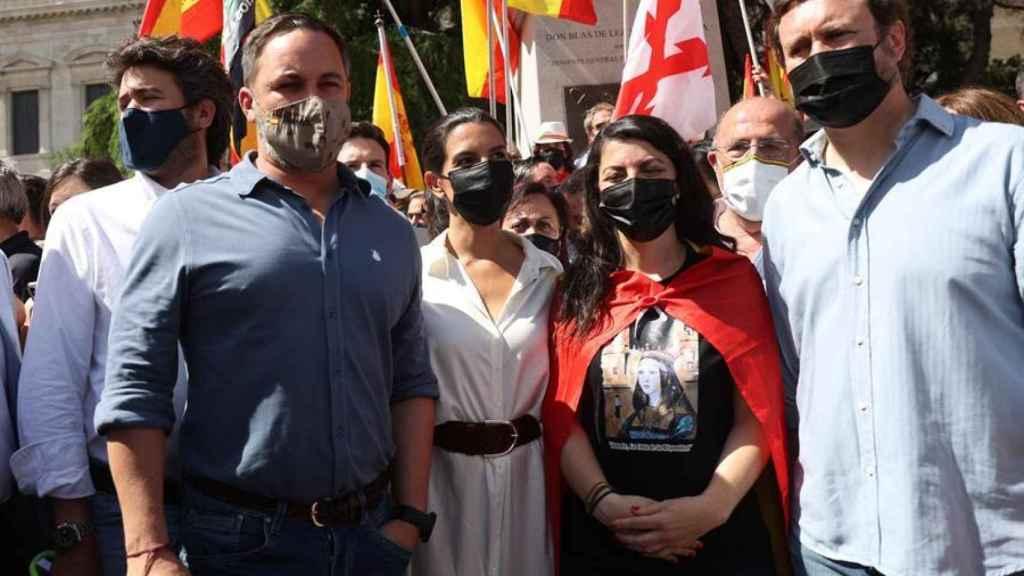 El presidente de Vox, Santiago Abascal, acompañado por sus compañeros de partido Rocío Monasterio, Macarena Olona e Iván Espinosa de los Monteros, en Colón.
