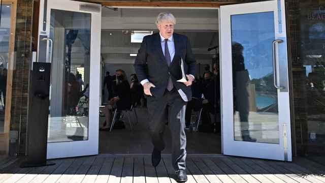 El primer ministro británico Boris Johnson al abandonar la cumbre del G7.
