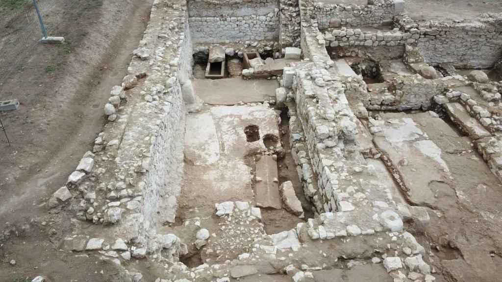 Excavaciones en la basílica-catedral de Empúries.