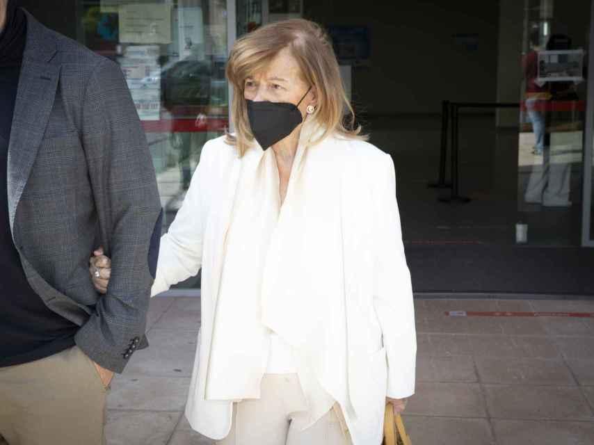 Teresa Campos saliendo del centro donde recibió la segunda dosis de la vacuna contra la Covid.