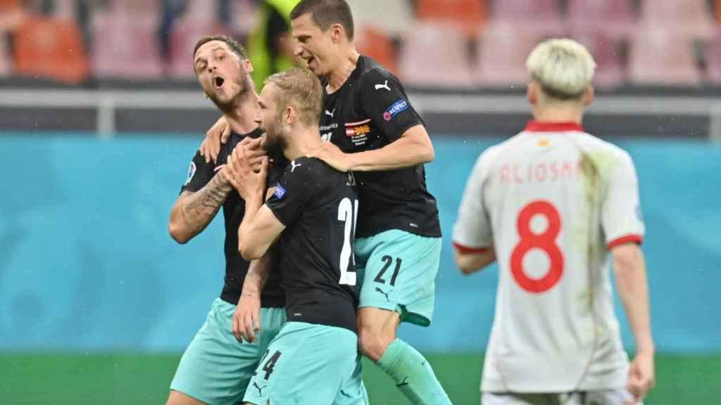 Arnautovic, haciéndole gestos a Alioski