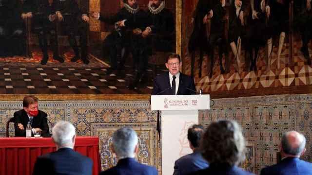 El presidente de la Generalitat apuesta por su uso obligatorio dentro de las ciudades.