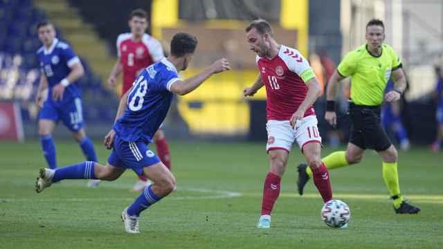 Eriksen, durante un partido contra Bosnia