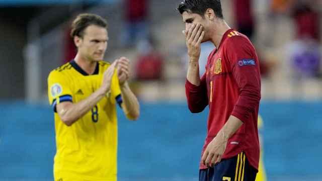 Álvaro Morata se lamenta tras una ocasión desaprovechada y mientras escucha pitos de parte de la afición