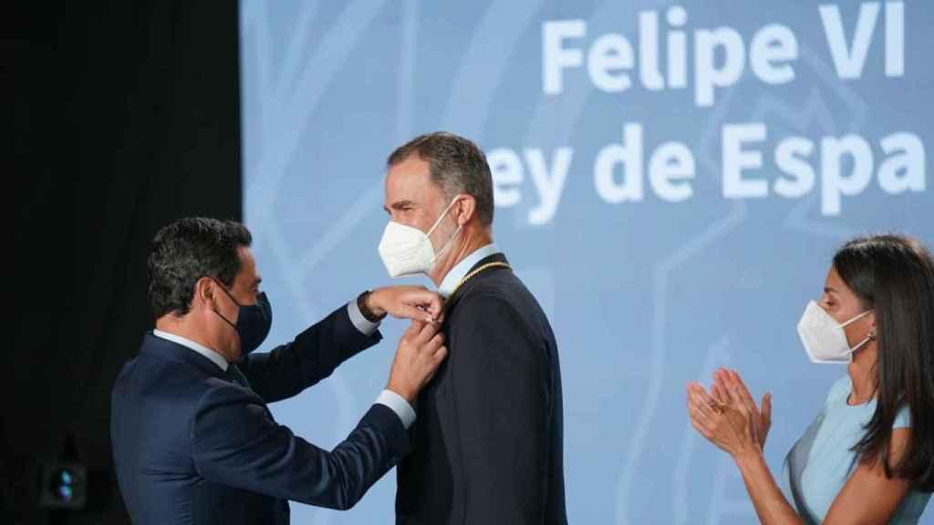 El Rey Felipe VI recibe la primera Medalla de Honor de Andalucía.