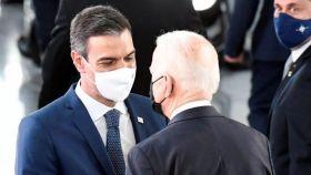 Pedro Sánchez y Joe Biden conversan cara a cara en los márgenes de la cumbre de la OTAN de Bruselas.