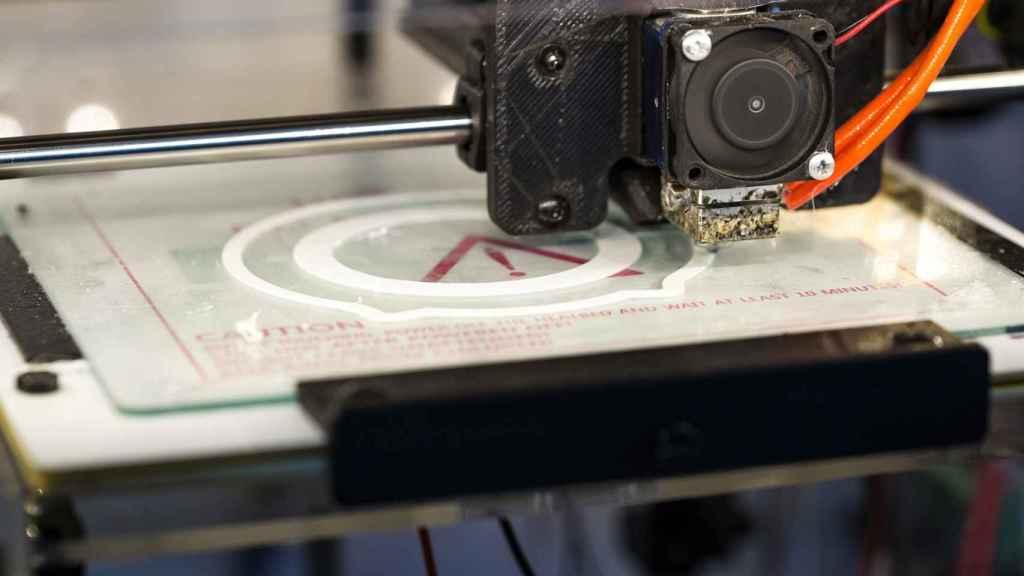 Una impresora 3D en un entorno industrial. FOTO: Pixabay.
