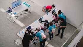 Un taller de robótica y programación realizado en el Museo de la Evolución Humana durante el ASTI Robotics Challenge.