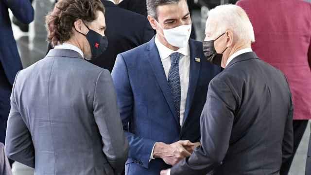 Pedro Sánchez y Joe Biden se han saludado por primera vez en la cumbre de la OTAN en Bruselas