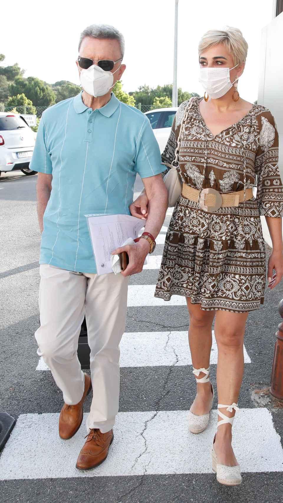 José Ortega Cano y Ana María Aldón a las puertas del Hospital Montepríncipe de Madrid.