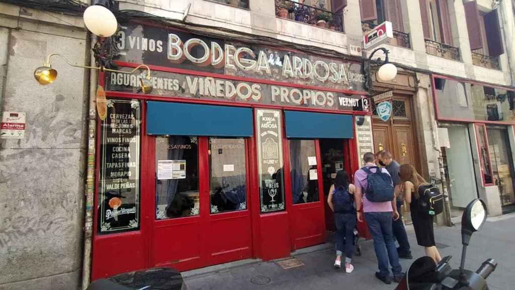 Bodega La Ardosa, situada en el número 13 de la calle de Colón.