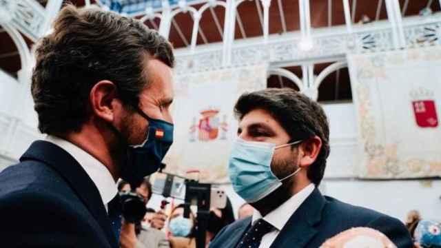 Casado felicita al presidente de la Región de Murcia, Fernando López Miras, tras el fracaso de la moción de censura. EP