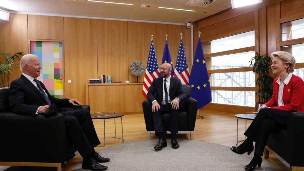 Joe Biden, Charles Michel y Ursula von der Leyen, durante la reunión de este martes