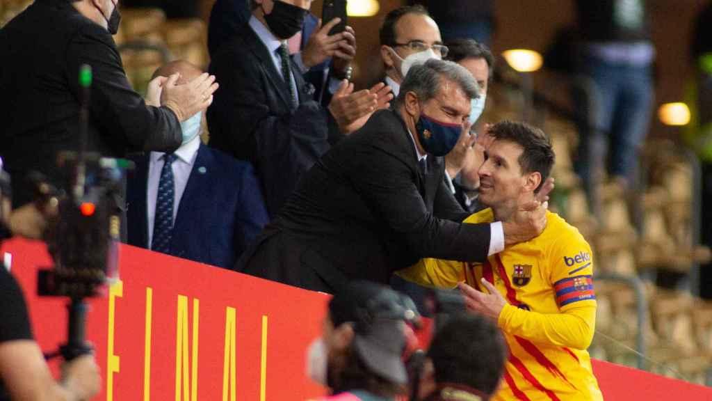 Joan Laporta y Leo Messi, durante la final de la Copa del Rey de 2021