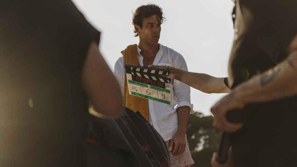 Mario Casas en el rodaje del anuncio de Estrella Damm