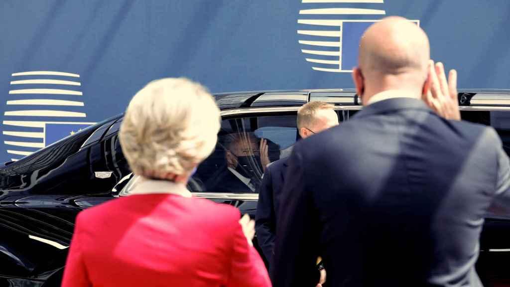 Ursula von Der Leyen y Charles Michel despiden a Joe Biden, que se marchó sin dar rueda de prensa