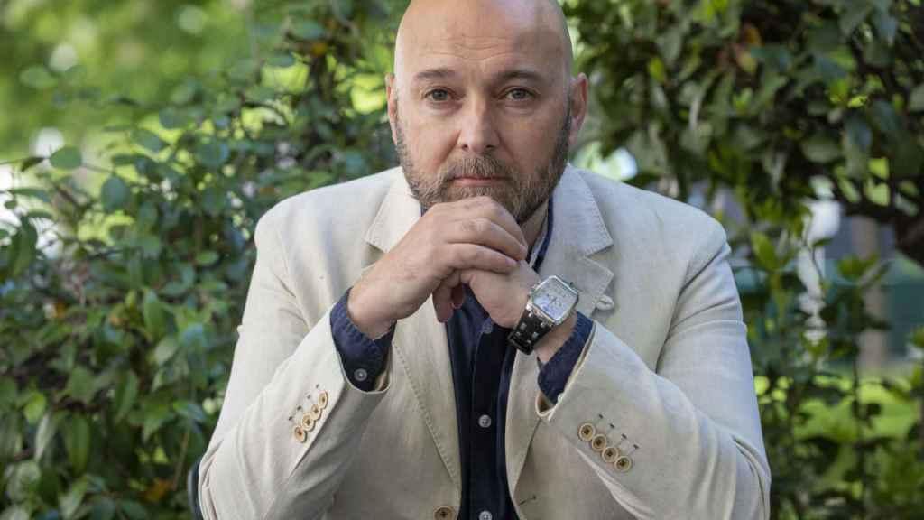 Fernando J. Múñez estará el sábado a las 12 en 80 Mundos presentando 'Los diez escalones'.