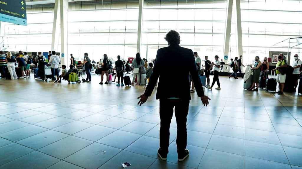 Éxodo de turistas británicos de Portugal al endurecer Reino Unido las medidas. EFE/EPA/Luis Forra.