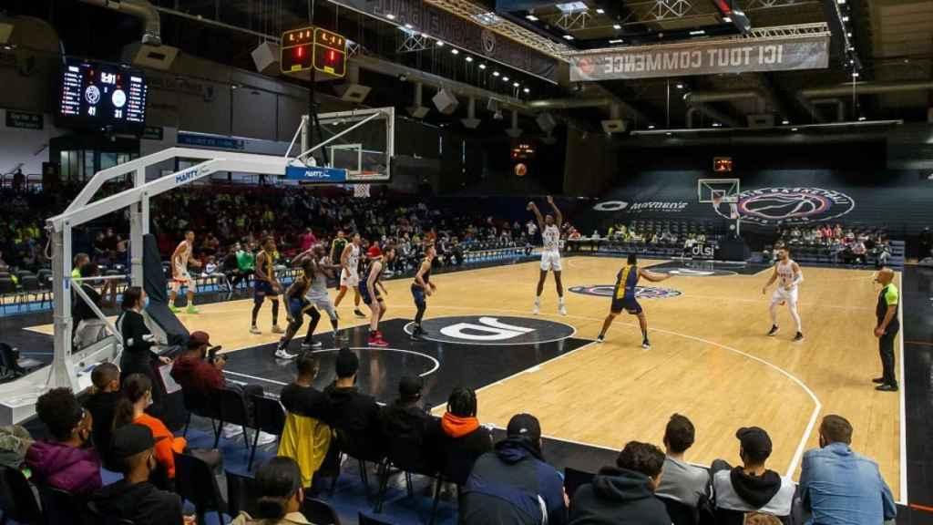 Pabellón durante un partido del Paris Basketball