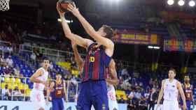 Pau Gasol anotando en el FC Barcelona - Real Madrid