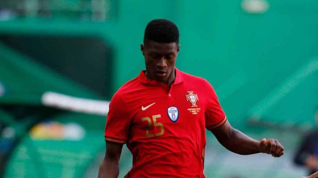 Nuno Mendes, en un partido con Portugal