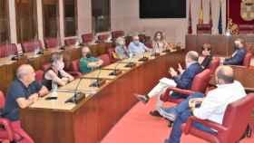 El alcalde de Albacete, Emilio Sáez, se ha reunido con la directiva de la FAVA