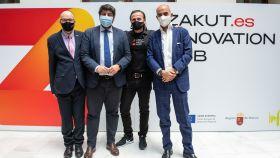 El presidente de Murcia, Fernando López Miras, junto a miembros de Zakut Innovation Hub en la presentación del proyecto.