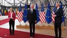 Ursula von der Leyen, Joe Biden y Charles Michel, durante la cumbre de este martes