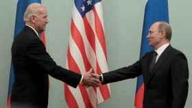 Biden y Putin, en una reunión celebrada en Moscú en 2011.