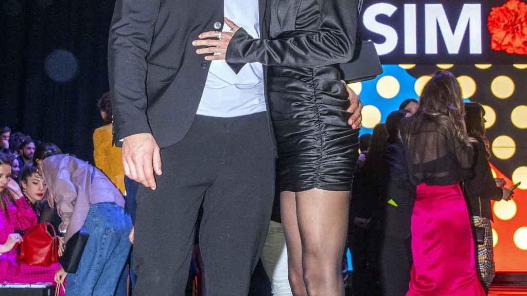 La pareja durante un evento de moda.