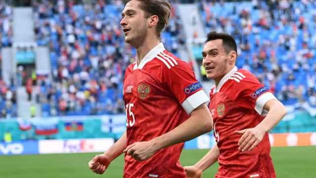 Miranchuk celebra su gol con Rusia contra Finlandia