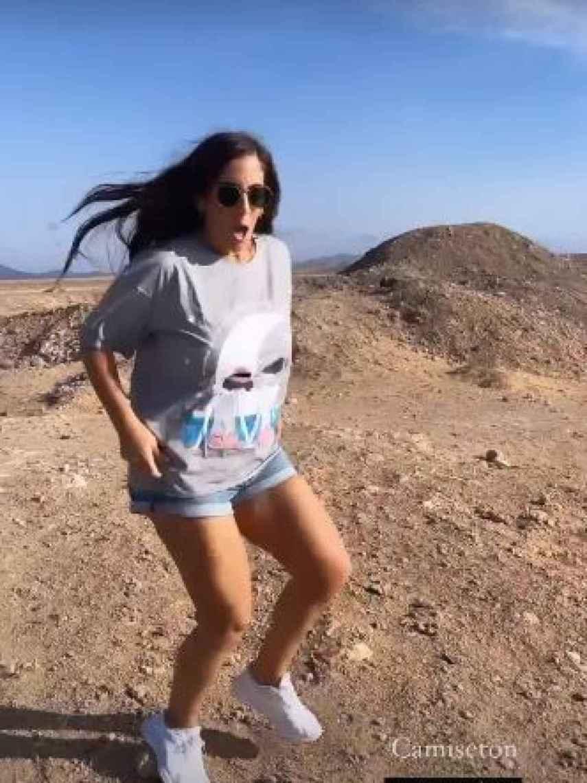 Anabel Pantoja, que tiene 1,5 millones de seguidores, ya tiene su camiseta Ne&Nu by Gema López.